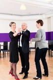 Dansinstructeur met hoger paar Royalty-vrije Stock Afbeelding