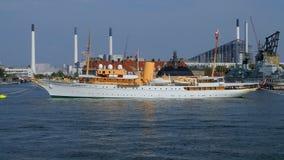 Dansk kunglig yacht Dannebrog, Köpenhamnhamn, Köpenhamn, Danmark arkivfilmer