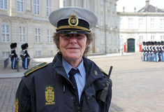 Dansk kvinnlig polis Arkivfoto