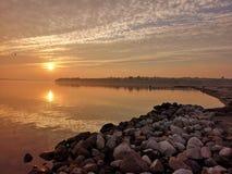Dansk sjösidasolnedgång royaltyfri fotografi