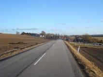 Dansk väg nära Aalborg Arkivfoton