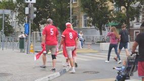 Danska fotbollsfan på gatorna av samaraen lager videofilmer