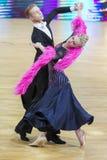 Dansparet utför europeiskt standart program för vuxna människor på koppen för den yrkesmässiga mästerskapet för 10 dans för WDC h fotografering för bildbyråer