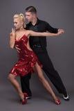Danspartners i en posera Arkivfoto