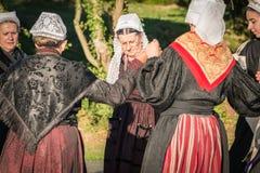 Dansrunda för gamla kvinnor i en show Arkivfoton