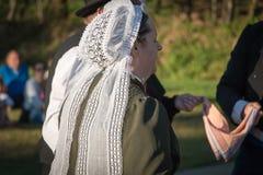 Dansrunda för gamla kvinnor i en show Royaltyfri Bild