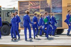 Dansshow på armélekar Tyumen Ryssland Royaltyfri Foto