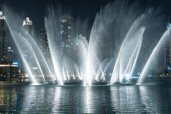 Dansspringbrunn i Dubai Arkivfoto