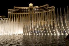 Dansspringbrunnar framme av det Bellagio hotellet Royaltyfria Bilder