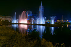 Dansspringbrunnar på Ardagani sjön Batumi georgia Arkivbild