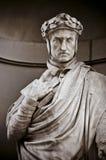 Dante Alighieri i nischerna av den Uffizi kolonnaden Royaltyfria Bilder