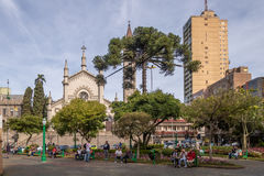 Dante Alighieri Square- und Santa Teresa-D ` Avila-Kathedrale - Caxias tun Sul, Rio Grande do Sul, Brasilien Lizenzfreies Stockbild