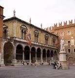 Dante Alighieri Statue a Signori di dei della piazza Fotografia Stock