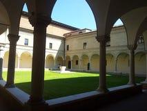 Dante& x27; cortile del museo di s fotografia stock libera da diritti