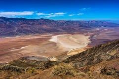 Dantesmening in het Nationale Park Californië van de Doodsvallei met blauw s Stock Foto's