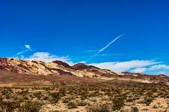 Dantesmening in het Nationale Park Californië van de Doodsvallei met blauw s Stock Afbeeldingen