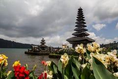Danu d'Ulun, temple situé sur le lac Photo stock
