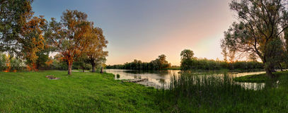 danubaflod små slovakia arkivfoton
