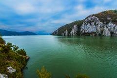 Danube passerandeberg Arkivfoto