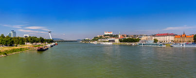 Danube River em Bratislava, Eslováquia fotografia de stock royalty free