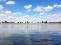 Danube River em maio, longe da cidade fotos de stock