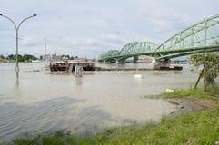 Danube River flod i stad av Komarom, Ungern, 5th juni 2013 Arkivbild