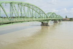Danube River flod i stad av Komarom, Ungern, 5th juni 2013 Royaltyfri Foto