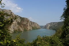 Danube River i Rumänien royaltyfri fotografi