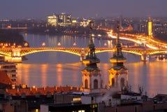 Danube River nattsikt i den Budapest Ungern Fotografering för Bildbyråer