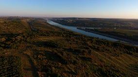 Danube River och rader av vingården, innan att skörda Fotografering för Bildbyråer