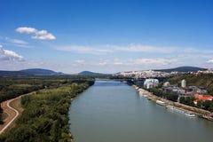 Danube rzeki krajobraz przy Bratislava Zdjęcie Stock