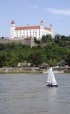 Danube sous le château de Bratislava Image stock