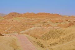 Danxia r?d sandsten i den nationella geoparken av Zhangye, Gansu, Kina arkivbild