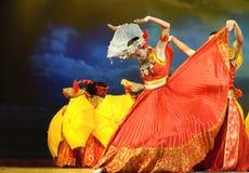 Danza étnica china de la nacionalidad de Yi Foto de archivo libre de regalías
