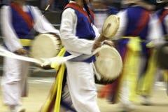 Danza acrobática tradicional. Foto de archivo libre de regalías