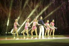 Danza al inicio de la acrobacia Foto de archivo