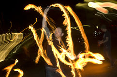 Danza asombrosa de la demostración del fuego en la noche, editorial, 26/02/2016 Castlefield Manchester Fotos de archivo