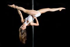Danza atractiva joven del poste del ejercicio de la mujer Imagen de archivo libre de regalías