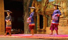 Danza camboyana tradicional de la cesta Fotos de archivo libres de regalías