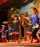 Danza camboyana tradicional de la cesta Fotos de archivo