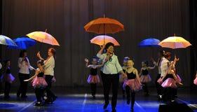 Danza con los paraguas Fotografía de archivo libre de regalías