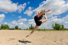 Danza contemporánea Baile joven de los pares Foto de archivo libre de regalías
