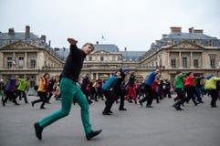 Danza de destello de la multitud en París Imagen de archivo libre de regalías
