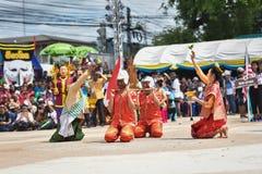 Danza de la demostración de Laos de la máscara Imagen de archivo libre de regalías