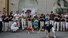 Danza de la gente del niño de Capoeira almacen de metraje de vídeo