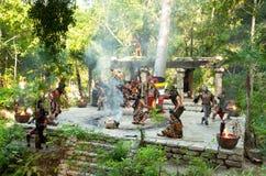 Danza de la tribu maya en la selva Imagen de archivo libre de regalías