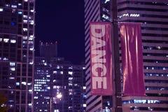 Danza de las banderas de poste Imagen de archivo libre de regalías