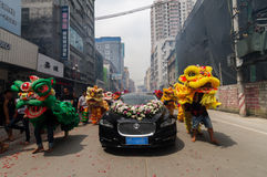 Danza de león china Imagenes de archivo