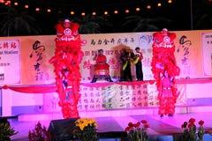 Danza de león con el tambor de China Foto de archivo