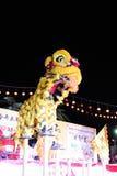 Danza de león con el tambor de China Imagen de archivo